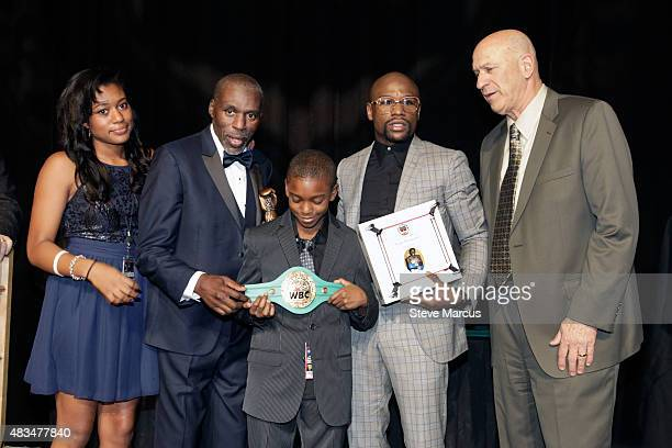 Boxing trainer Roger Mayweather poses with daughter Jade his son Lekei his nephew Floyd Mayweather Jr and Nevada Boxing Hall of Fame Founder and...