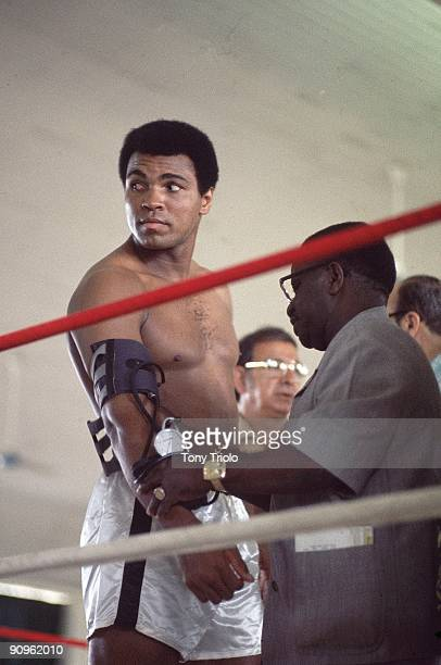 Heavyweight Title: Muhammad Ali in ring during workout before fight vs George Foreman. Kinshasa, Zaire CREDIT: Tony Triolo