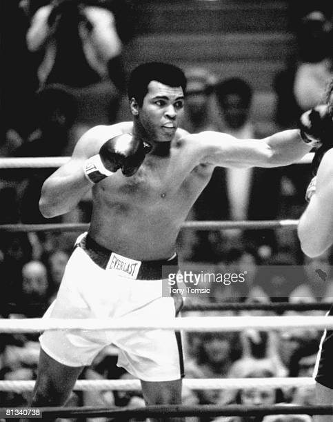 Boxing: WBC/WBA Heavyweight Title, Muhammad Ali in vs Chuck Wepner at Richfield Coliseum, Richfield, OH 3/24/1975