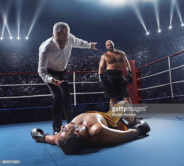 boxing: winner boxer - 格闘技 ストックフォトと画像