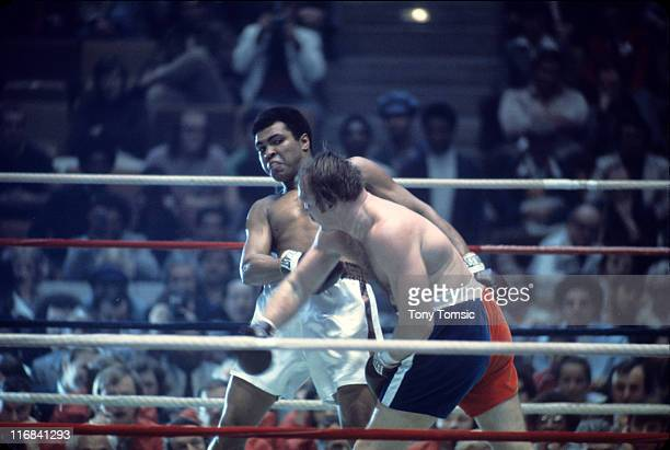 World Heavyweight WBA WBC title Muhammad Ali in action dodging punch vs Chuck Wepner at Richfield Coliseum Richfield OH CREDIT Tony Tomsic