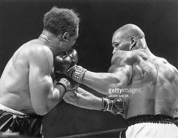 Boxsportler USA Moore im Kampf gegen Harald Johnson 1956