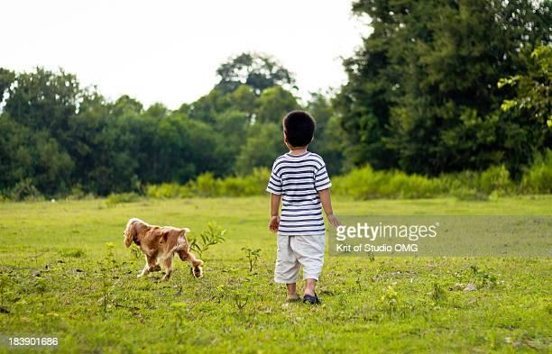 boy and dog - タイ人 ストックフォトと画像