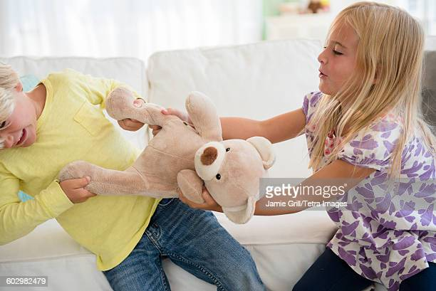 Boy (4-5) and girl (6-7) arguing