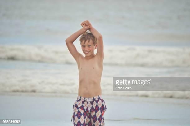 boy at the beach. - arlequim - fotografias e filmes do acervo