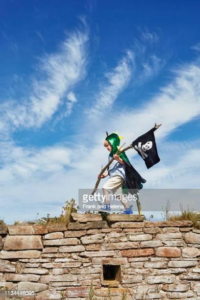 boy carrying pirate flag, eggegrund, sweden - disfrazarse fotografías e imágenes de stock