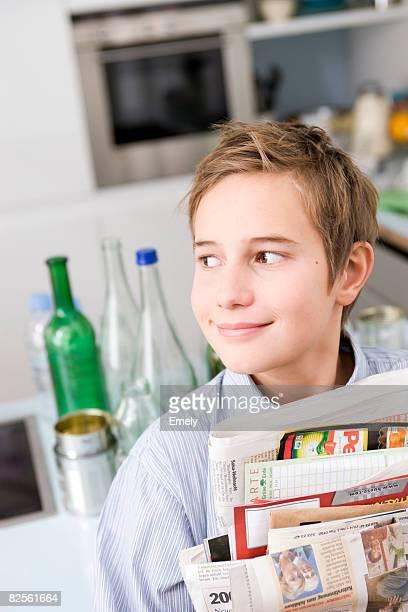 boy carrying waste paper - alleen één jongen stockfoto's en -beelden