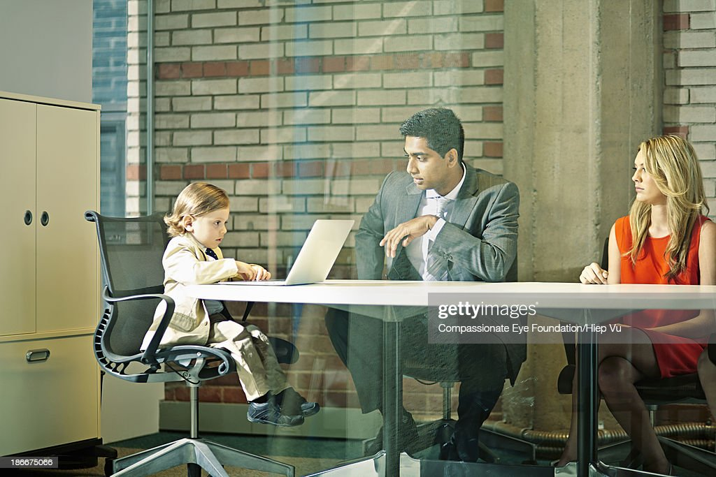 Boy (3-5) chairing business meeting : Stock Photo