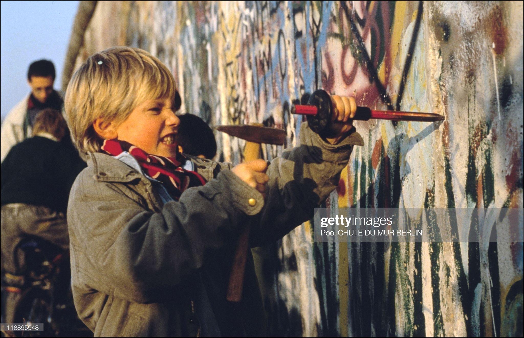 Opening Of The Berlin Wall In Berlin In 1989 : Nieuwsfoto's