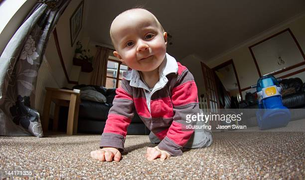 boy coming for closer look - s0ulsurfing stock pictures, royalty-free photos & images