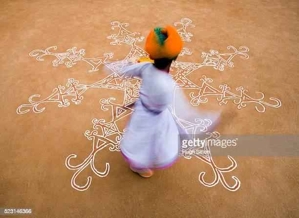 boy dancing on decorated floor - hugh sitton fotografías e imágenes de stock