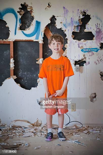 boy demolishing kitchen drywall - destruição imagens e fotografias de stock