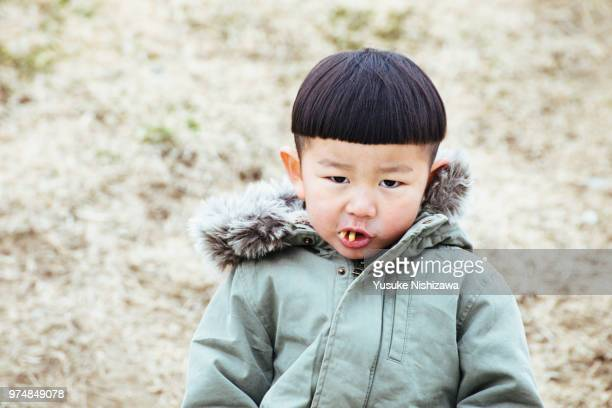 a boy eating french fries - yusuke nishizawa ストックフォトと画像