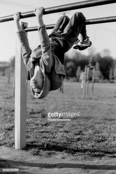 boy exercising on monkey bars - endurance stock pictures, royalty-free photos & images