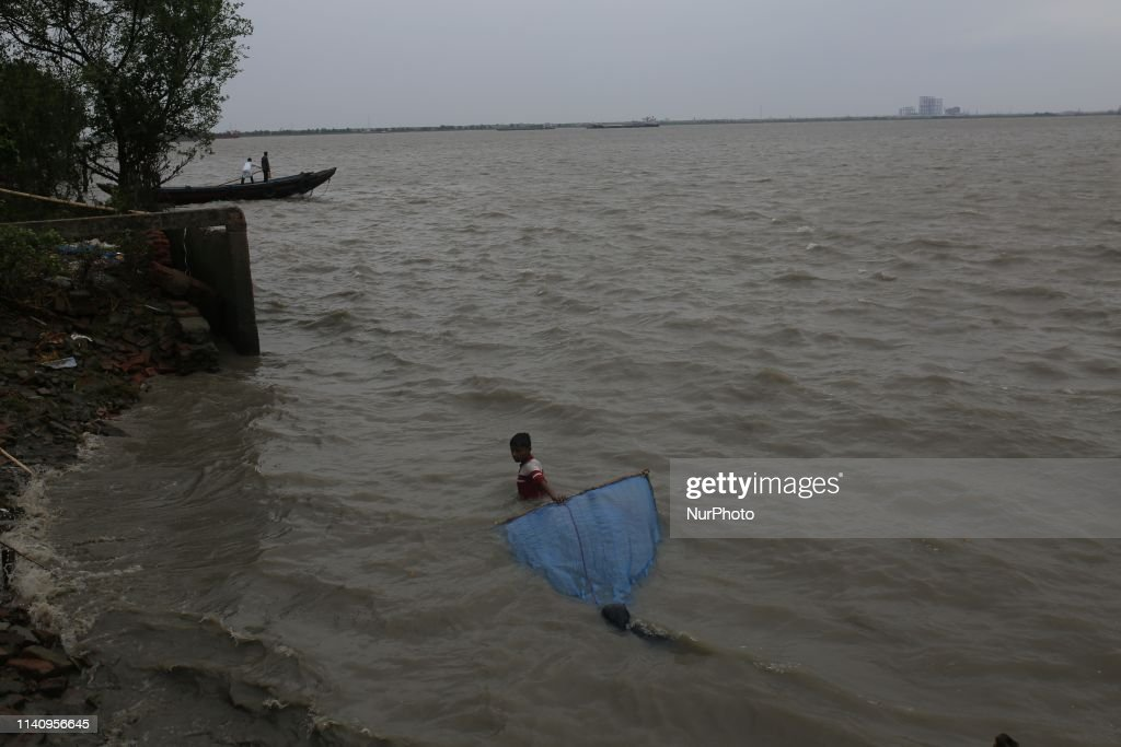 Cyclone Fani Hits Bangladesh : Foto jornalística