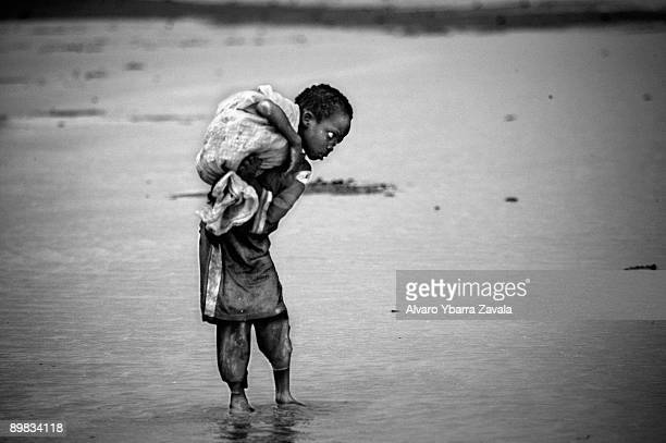 A boy fleeing from the genocide in Darfur He survived a sandstorm in the middle of the desert