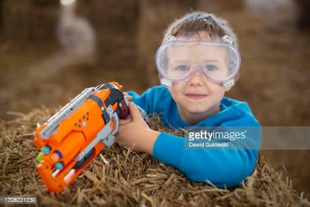 boy holding dart gun - マゾフシェ県 ストックフォトと画像