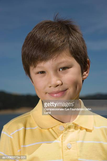 "boy (8-9 years) in front of lake, portrait, close up - ""compassionate eye"" - fotografias e filmes do acervo"