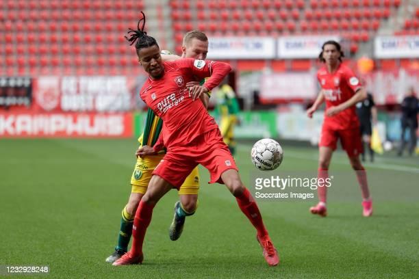 Boy Kemper of ADO Den Haag, Tyronne Ebuehi of FC Twente during the Dutch Eredivisie match between Fc Twente v ADO Den Haag at the De Grolsch Veste on...