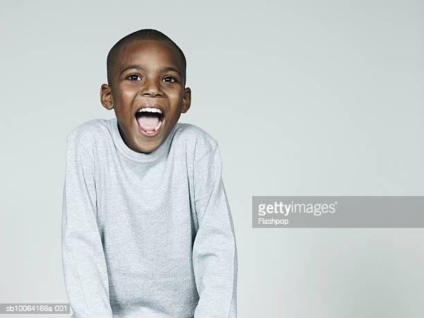boy (6-7) laughing, close-up - 6 7 anos - fotografias e filmes do acervo