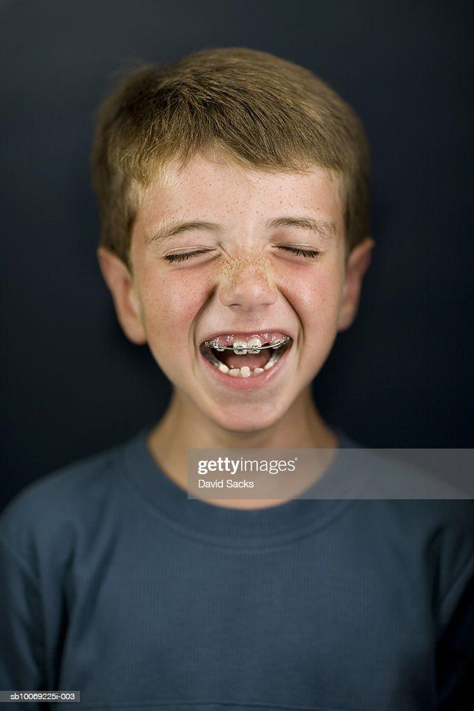 Boy (6-7) laughing, eyes closed, close-up : Stockfoto