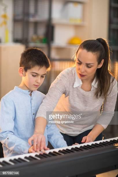 男の子 学習を再生ピアノ