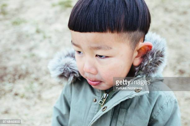 a boy looking at a point - yusuke nishizawa stock pictures, royalty-free photos & images