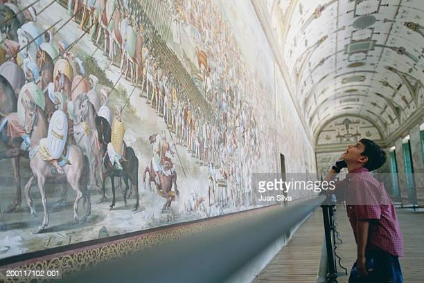 boy (10-12) looking at mural in escorial palace - palácio imagens e fotografias de stock