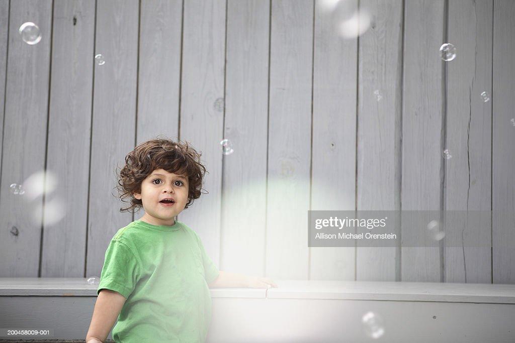 Boy (2-4) looking at soap bubbles : Foto de stock