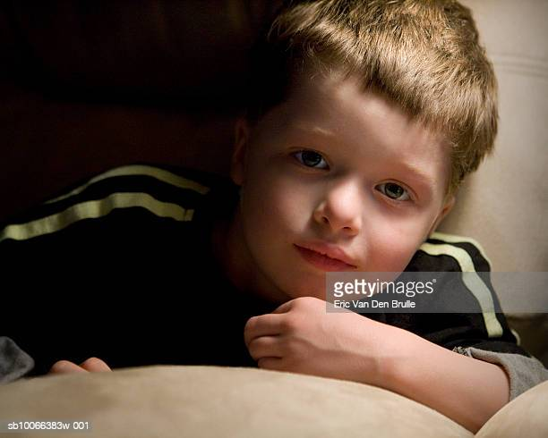 boy (4-5) lying in bed, portrait - eric van den brulle stock pictures, royalty-free photos & images