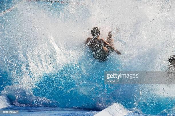 少年をプールでひと泳ぎ。