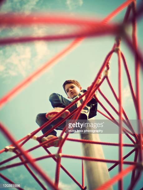 boy on top - ジャングルジム ストックフォトと画像