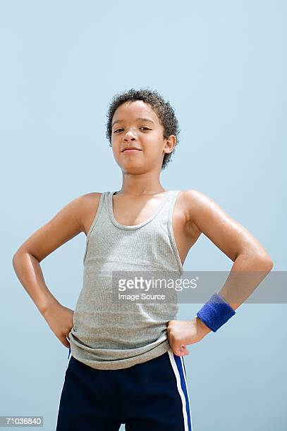 boy perspiring wearing sports clothing - main sur la hanche photos et images de collection