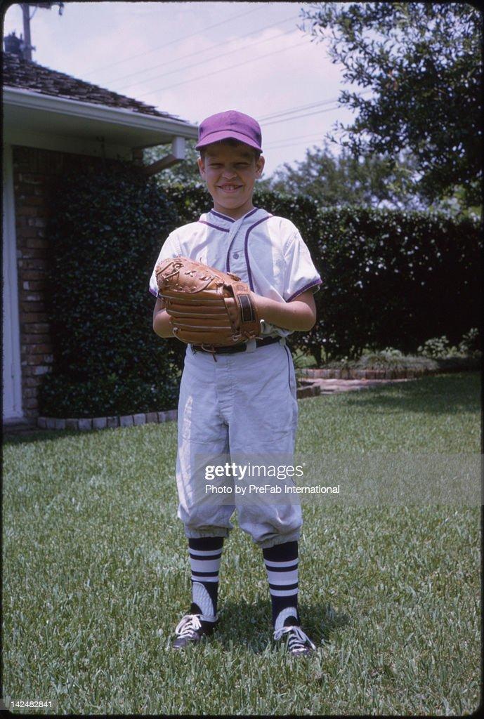 Boy playing baseball : Stock Photo