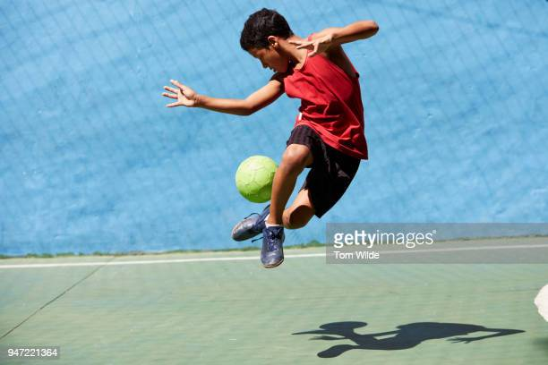 boy playing football - calcio sport foto e immagini stock