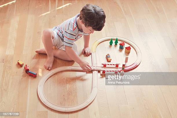 boy playing with wooden train - 模型の汽車 ストックフォトと画像