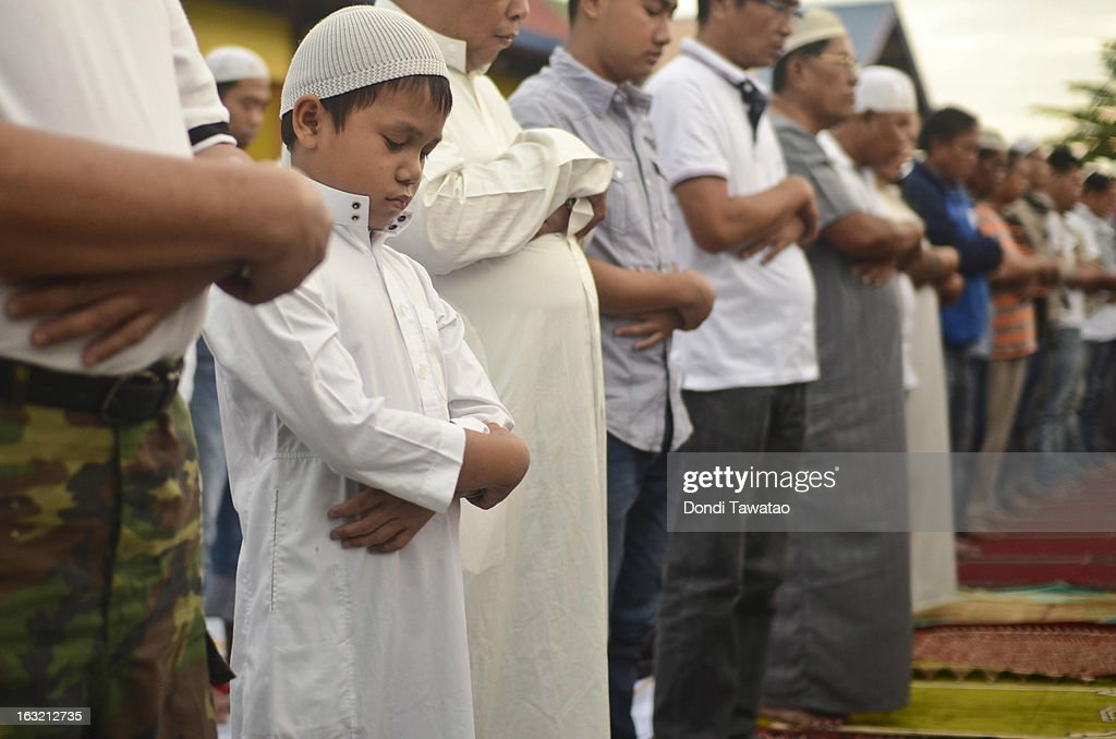 A boy prays during dusk prayers in the Muslim community of Maharlika Village on March 6, 2013 in Taguig, Philippines. The peace rally was held to call for an end to hostilities in the ongoing crisis in Sabah. Fighting has broken out anew in the village of Lahad Datu, Sabah, Malaysia as Malaysian security forces comb the coastal areas where the 'Royal Sultanate Army of Sulu' was thought to have been hiding. Around 200 armed followers of self-proclaimed Sultan of Sulu Jamalul Kiram III in the restive southern provinces of Sulu and Tawi-Tawi in Mindanao crossed over to neighboring Sabah last February 12 to lay claim to territory as ancestral land, triggering clashes with Malaysian security forces. Philippine diplomatic officials confirmed yesterday that security forces in Malaysia have conducted airstrikes and ground assault on the 'royal army' of the Sultanate of Sulu in Lahad Datu, Sabah. A total of 17 followers of self-proclaimed Sultan of Sulu Jamalul Kiram III and eight Malaysian security forces were killed in the villages of Lahad Datu and Semporna in Sabah.