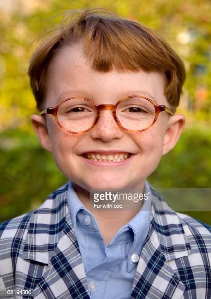 Garçon Redhead Tache de rousseur visage & verres, souriant heureux enfant Grand dadais & Lunettes de vue