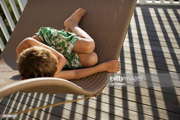 boy relaxing in porch swing - jungen in badehose 12 jahre stock-fotos und bilder