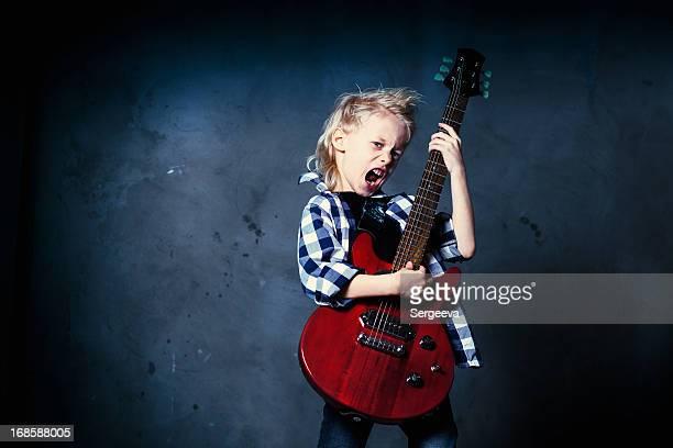 garçon musicien de rock - rock object photos et images de collection