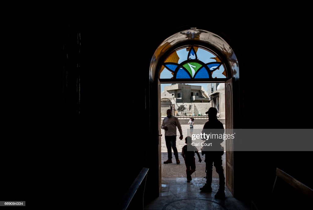 Iraqi Christians Attend Easter Service : News Photo