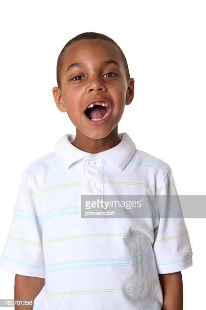 Jungen schreien oder singen