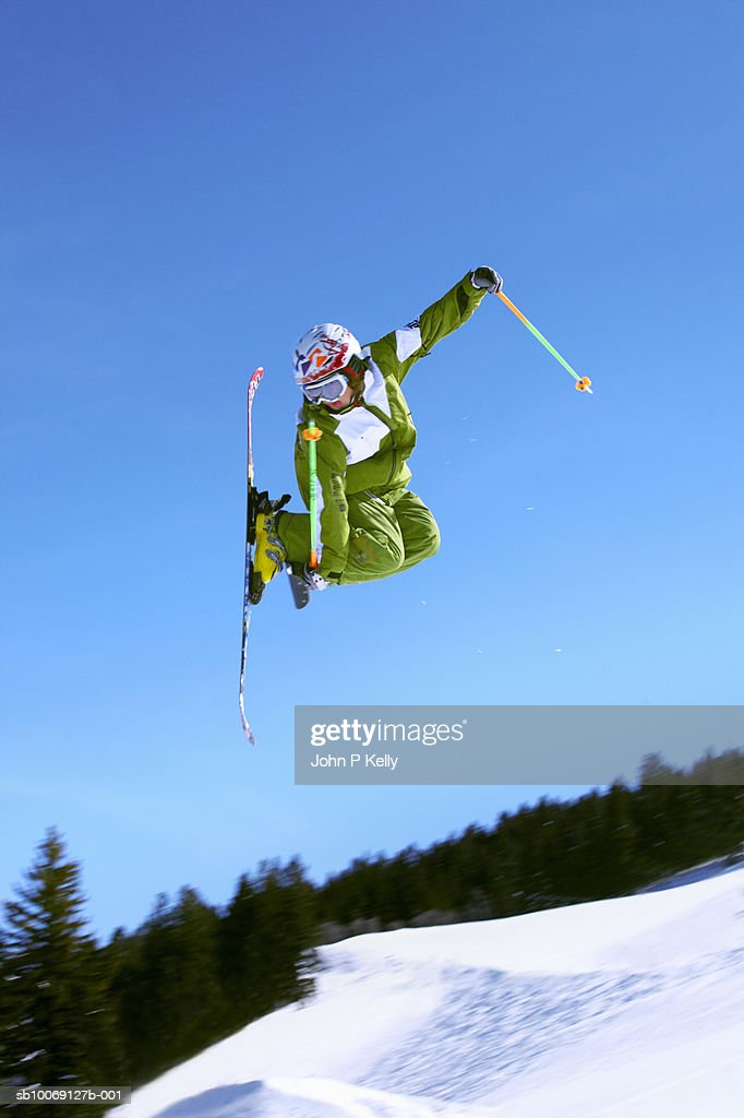 Boy (12-13) skiing, jumping in mid-air, low angle view : Stockfoto