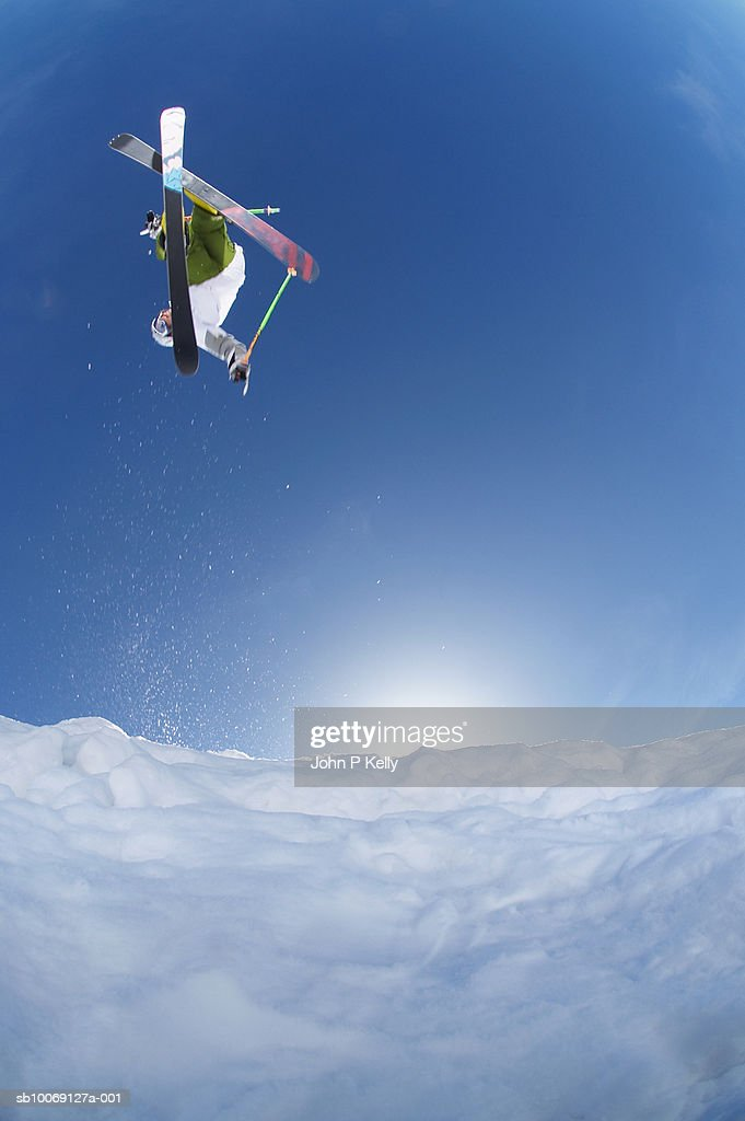 Boy (12-13) skiing, jumping in mid-air, view from below : Stockfoto