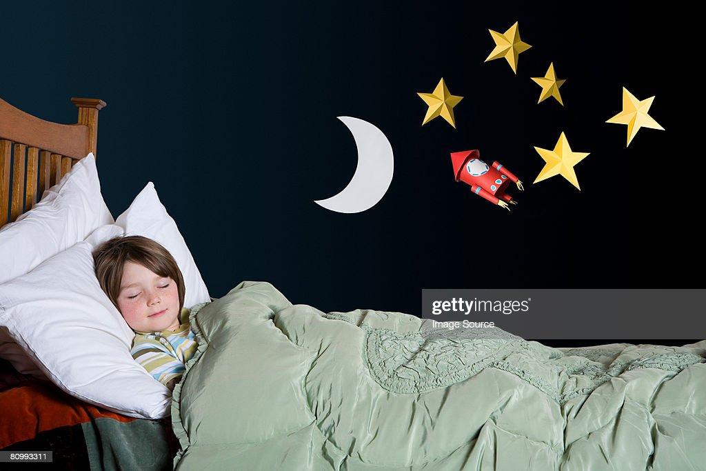 Un niño durmiendo : Foto de stock