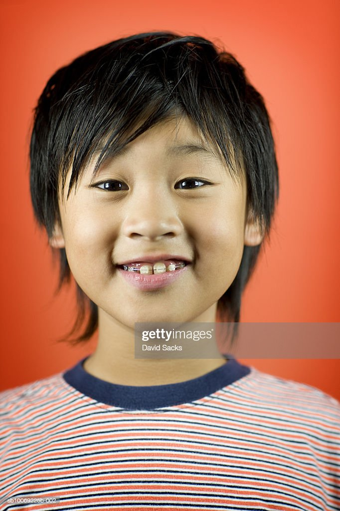 Boy (10-11) smiling, close-up, portrait : Stockfoto
