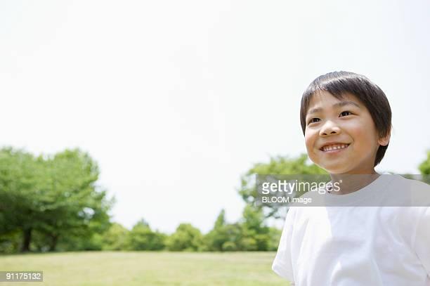 boy smiling in park - 男子生徒 ストックフォトと画像