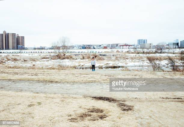 a boy standing in the square - yusuke nishizawa stock pictures, royalty-free photos & images