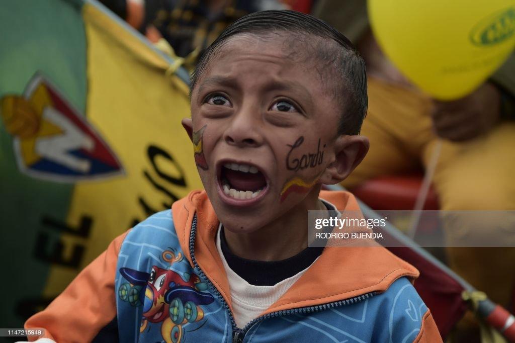 ECUADOR-CYCLYING-ITA-GIRO-CARAPAZ-SUPPORTERS : News Photo