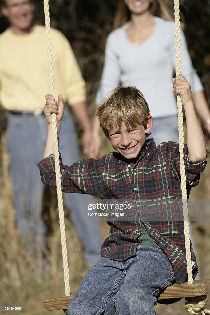 Boy swinging : Stockfoto